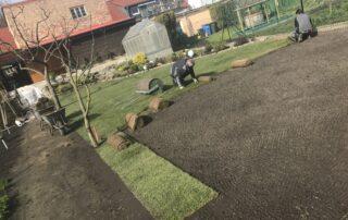 Perfekter Rasen durch Garten Kalisch